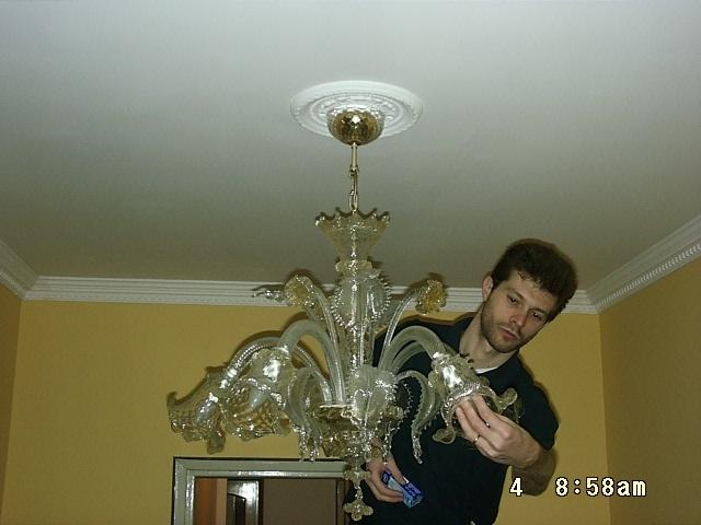 montare lampadario : Applicare Rosone Soffitto : Come montare un lampadario di Murano